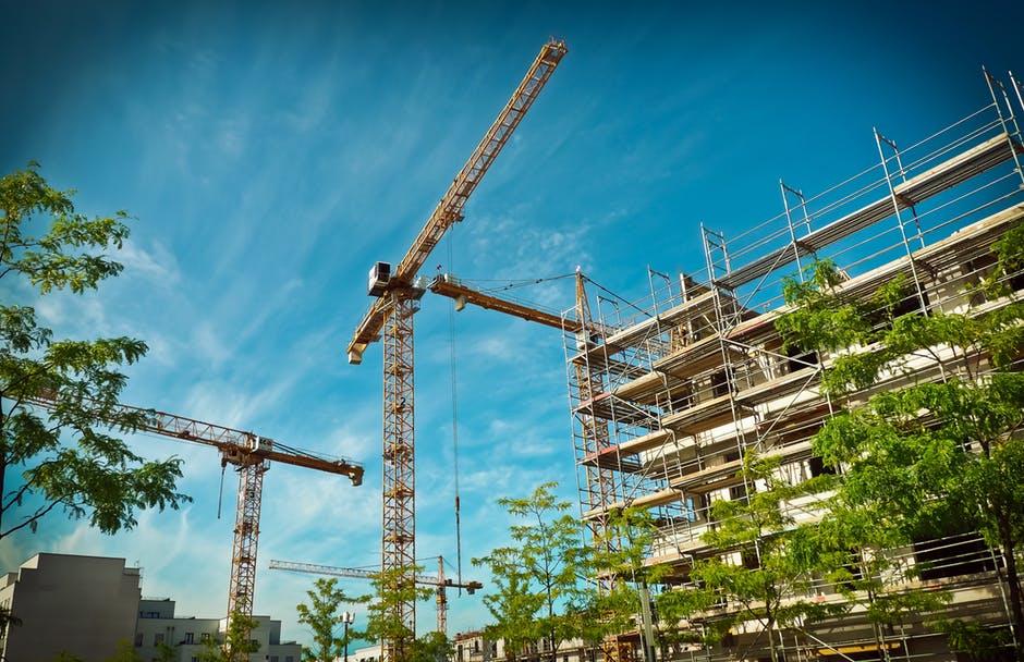 Boa parte dos acidentes ocorridos em ambientes de trabalho estão ligados a atividades da área de construção civil